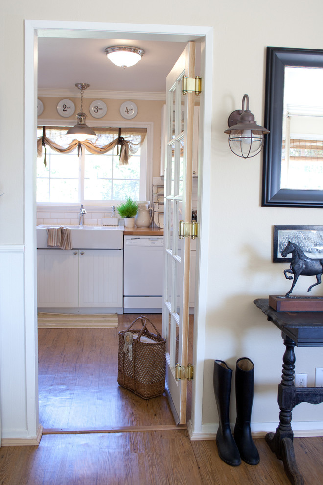 Battery Wall Sconce Kitchen Farmhouse with Ceiling Light Cottage Equine Farmhouse Farmhouse Sink
