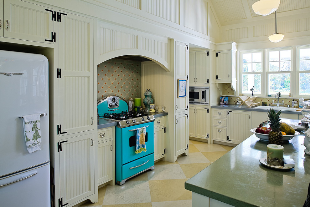 Beadboard cabinets kitchen victorian with beadboard for Busy beaver kitchen cabinets