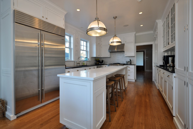 Movable Kitchen Islands Kitchen Traditional with Bin Pulls Breakfast Bar Ceiling Lighting Crown Molding Eat2