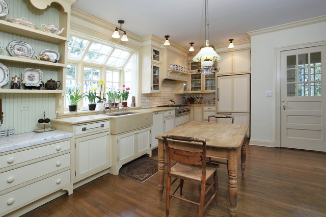 Pella windows reviews kitchen traditional with bay window for Traditional farmhouse kitchens