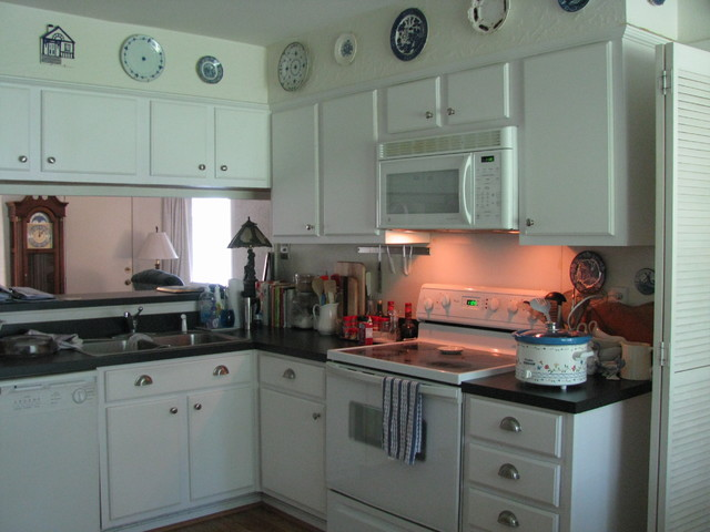 Soup Crocks Kitchen Traditional with Bin Handles Black and White Kitchen Black Countertops Blue1