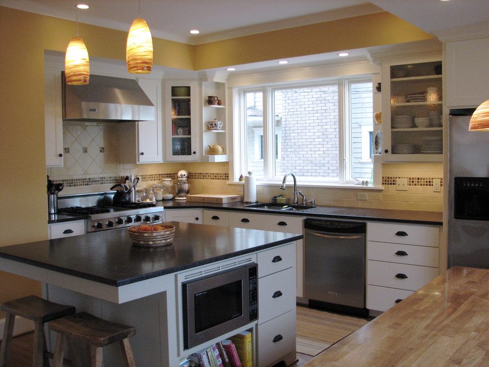 Switchplates Kitchen Traditional with Breakfast Bar Built Ins Ceiling Lighting Cookbook