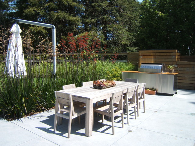 Tec Grills Patio Modern with Bleached Wood Concrete Pavers Grill Light Tone Wood Outdoor