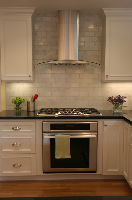 Thermador Cooktop Kitchen Traditional with Floral Arrangement Kitchen Hardware Range Hood Stainless Steel Appliances