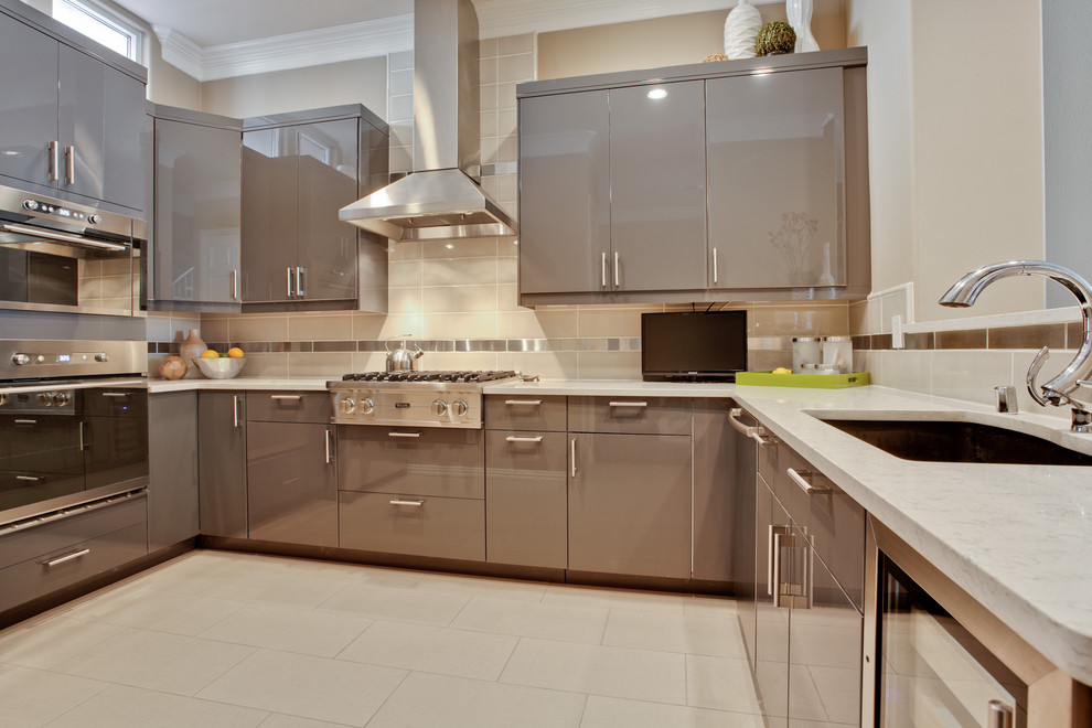 Viking Cooktop Kitchen Contemporary with Backsplash Accent Futuristic Kitchen Gray Cabinets Grey