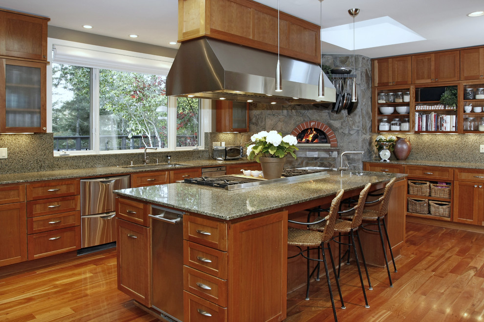 Viking Cooktop Kitchen Traditional with Brick Oven Counter Stools Frosted Glass Granite