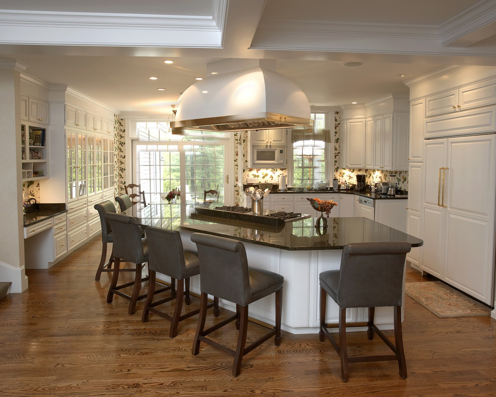 Viking Gas Cooktop Kitchen Traditional with Barstools Breakfast Bar Dining Area Entertaining Area
