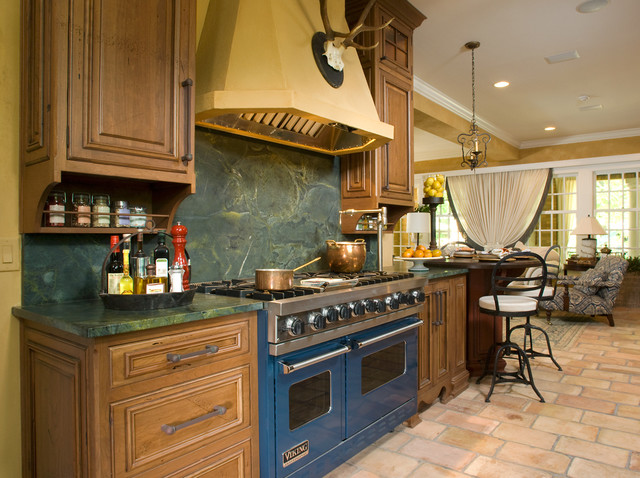 Viking Stove Kitchen Farmhouse with Breakfast Bar Ceiling Lighting Chandelier Copper Pots Crown Molding