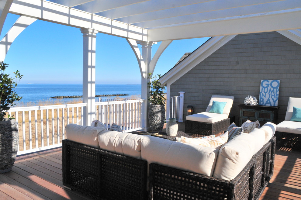 Wicker Warehouse Deck Traditional with Console Gray Shingle Siding Outdoor Furniture Outdoor