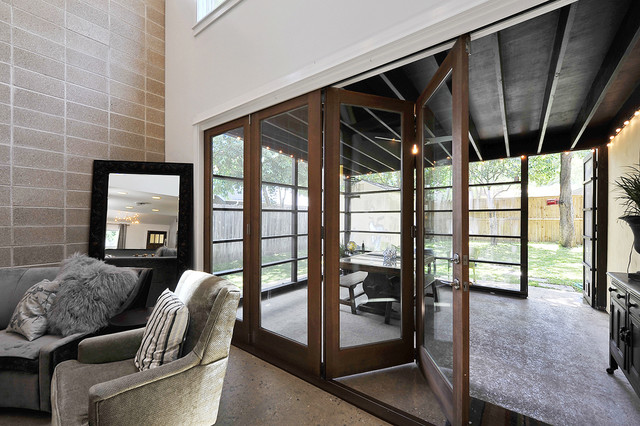 Accordian Door Patio Transitional with Accent Wall Cinder Block