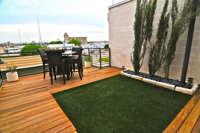 Artificial Grass for Dogs Deck Contemporary with Categorydeckstylecontemporarylocationdallas