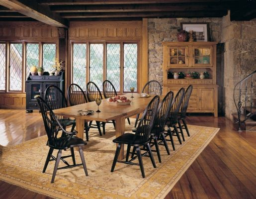 Broyhill Attic Heirlooms Dining Room with Big Family Black Chair