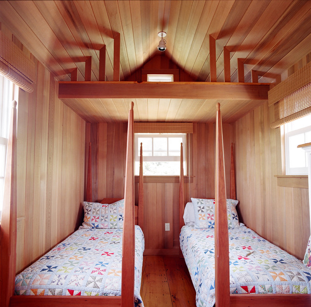 California King Quilt Bedroom Traditional with Cabin Four Poster Beds