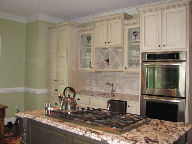 Dacor Cooktop Kitchen Traditional with Bar Breakfast Contrasting Island