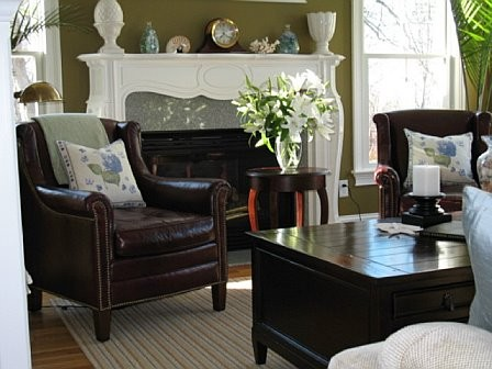 Drexel Furniture Living Room Traditional with Accent Pillows Accent Tables