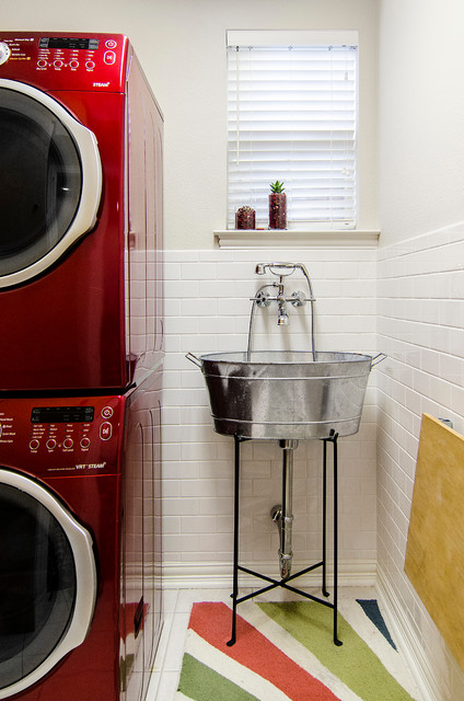 Mop Sink Laundry Room Traditional with Extendable Faucet Freestanding Sink