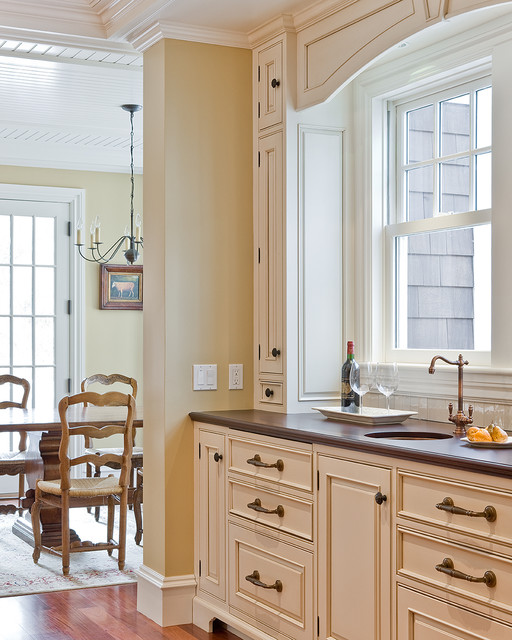 Omnia Hardware Kitchen Traditional with Area Rug Brass Cream