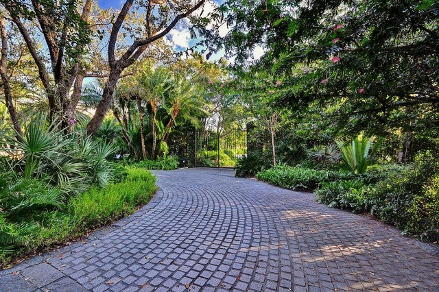 Sanded Grout Landscape Tropical with Gate Landscape Private Gate