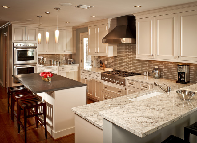 Shark Lift Away Professional Kitchen Traditional with Bar Area in Kitchen