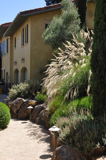 Versalift Landscape Traditional with Boulder Wall Decomposed Granite